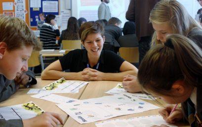 Mlade zanima kako se koriste kartice, što je mirovinska štednja i kako ulagati u dionice