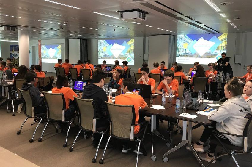 """Učenici iz Šibenika u Bruxellesu na natjecanju """"Europski kviz o novcu''"""