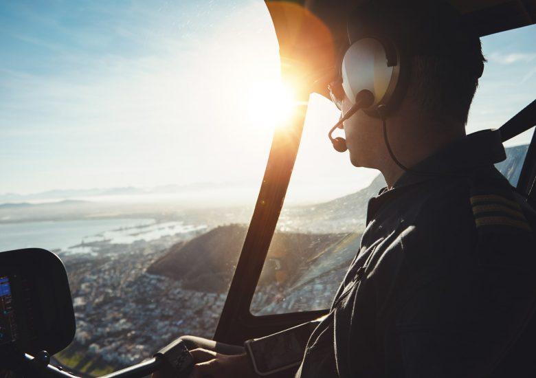 Ima li pilota u avionu?